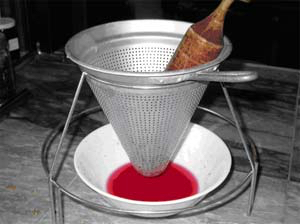 Extracting pomegranate juice